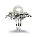 Sortija de oro blanco, perla y diamantes. A1393