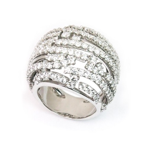 Sortija de oro blanco y diamantes. LARRA1405