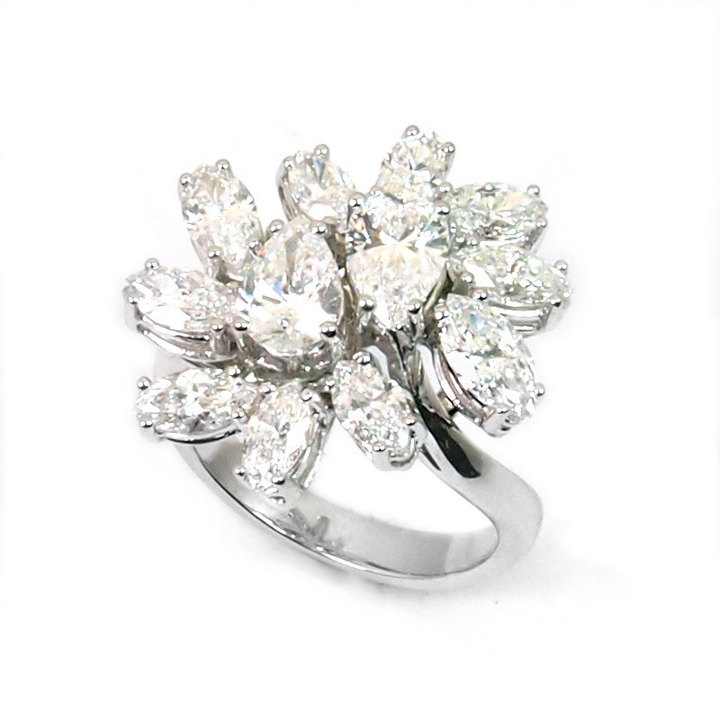 Sortija de oro blanco y diamantes. LARRA1255