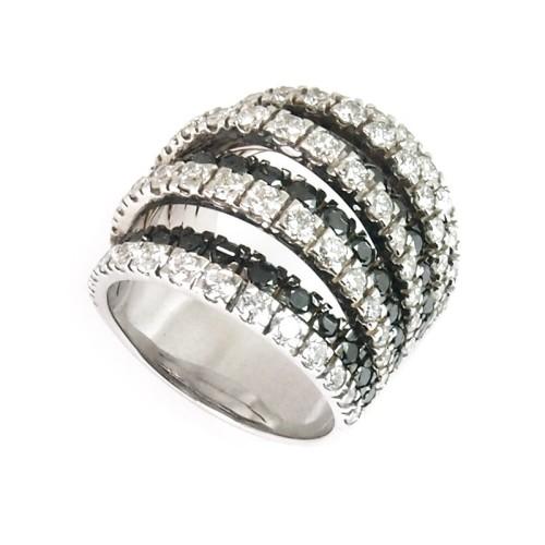 Sortija de oro blanco y diamantes. LARRA1408
