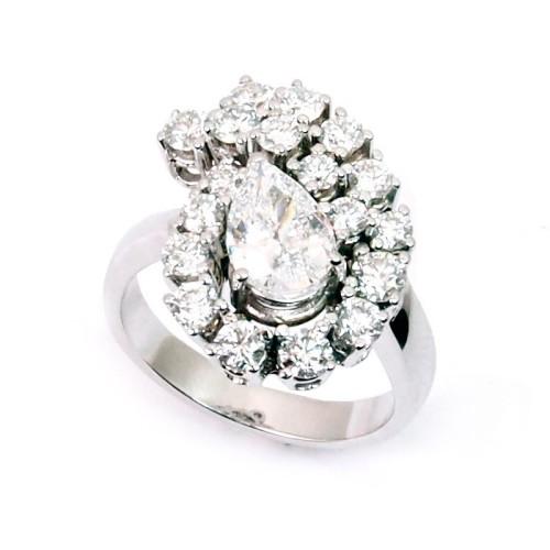 Sortija de oro blanco y diamantes. LARRA1070