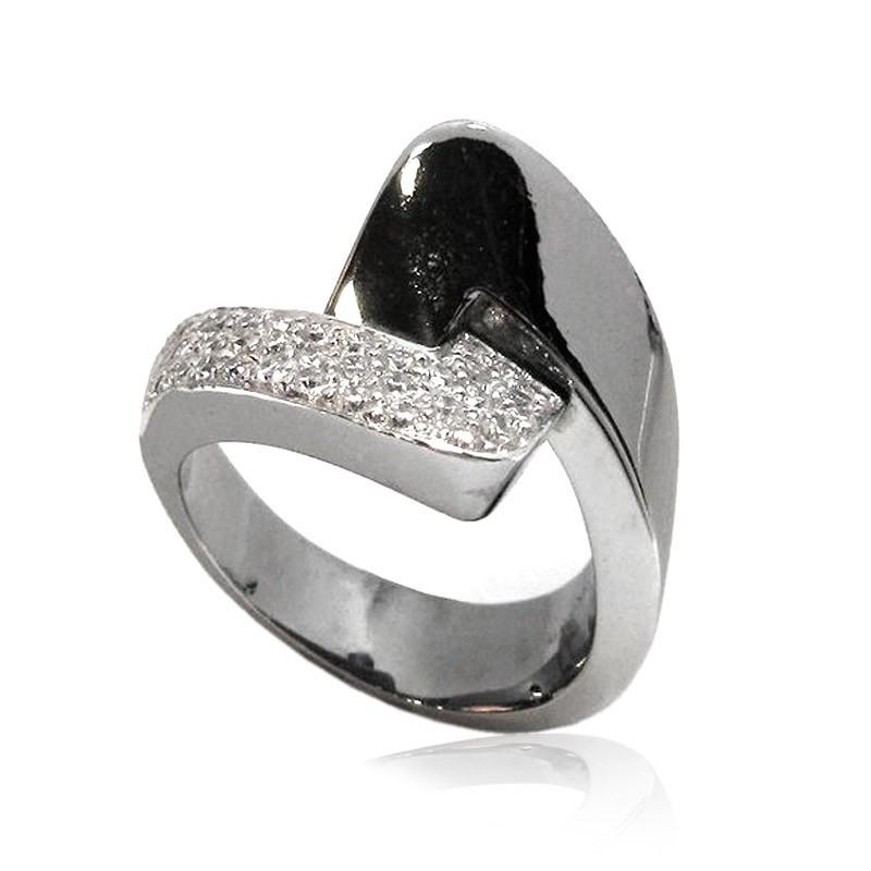Anillo oro negro y diamantes . B01100333