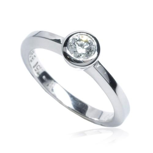 Anillo Compromiso Solitario oro blanco y diamante B01101710