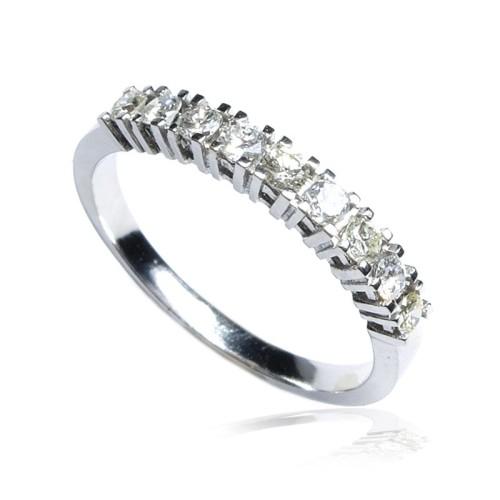 Anillo Media alianza oro blanco y diamantes B01101789