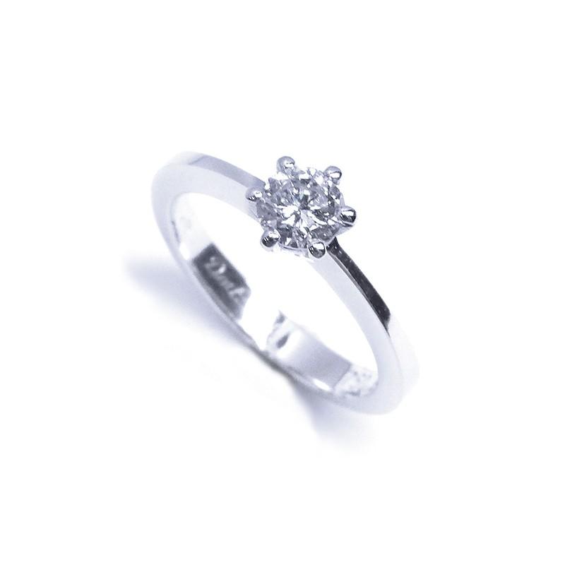 solitario-de-oro-blanco-y-diamante-b01101748